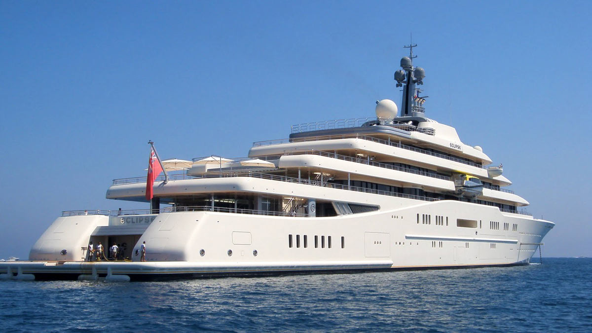 World s largest private yacht glamourland magazine for Largest private boat