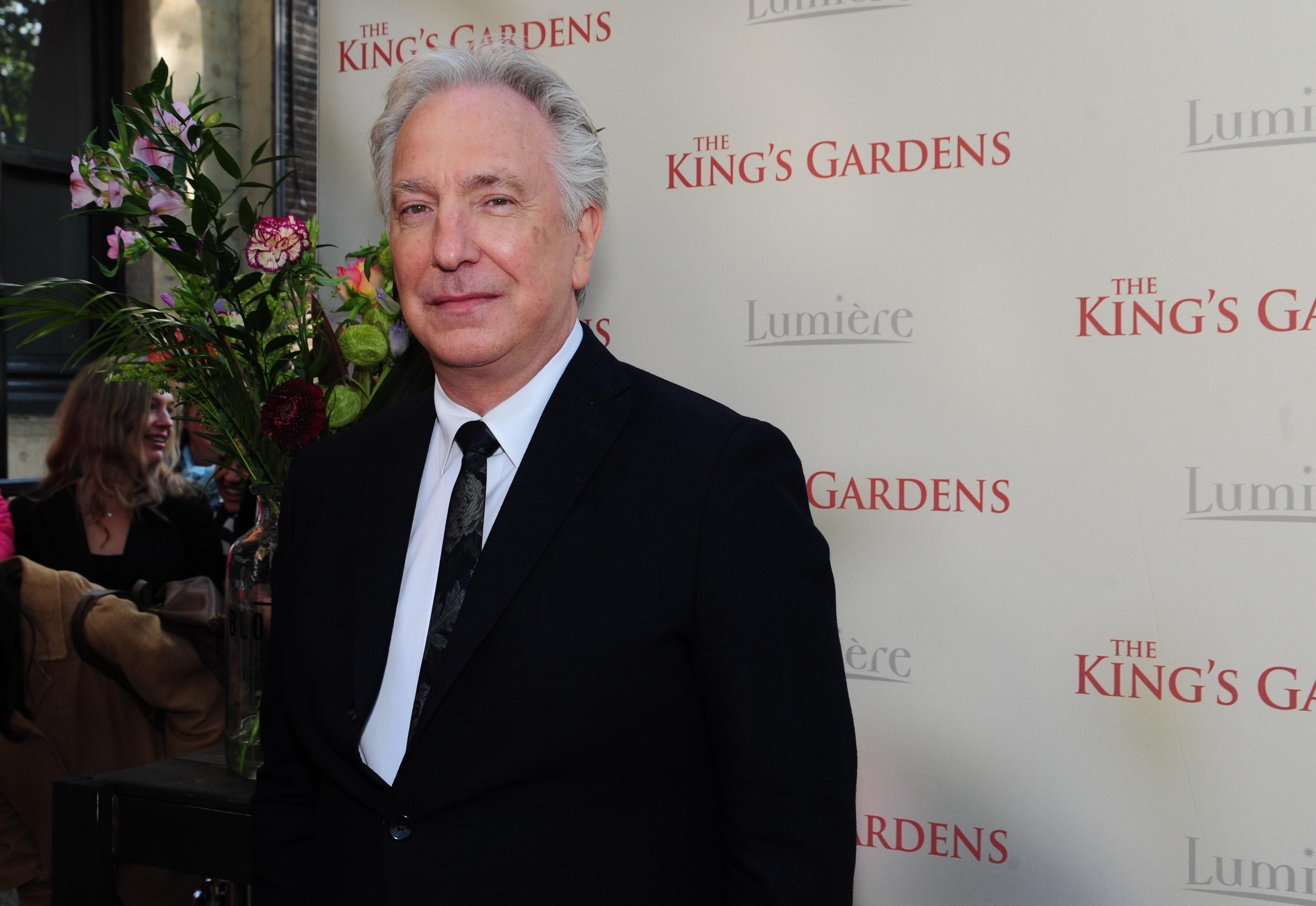 Première: Alan Rickman op Haage rode loper voor eigen 'The King's Gardens'