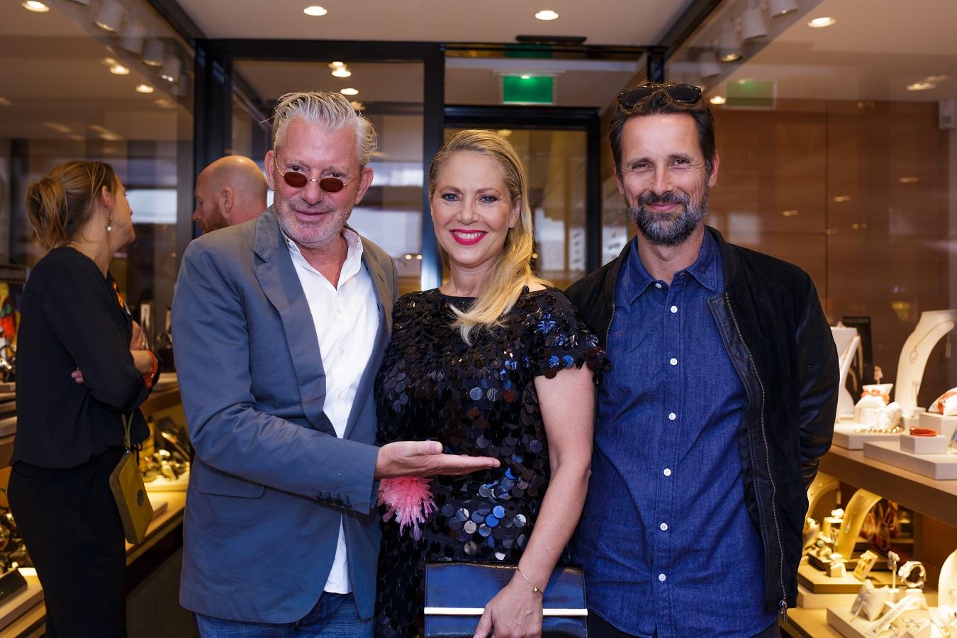 Juwelen voor het goede doel! Fiona Hering ontvangt de eerste 'Tirisi Charity Bracelet for Orange Babies'