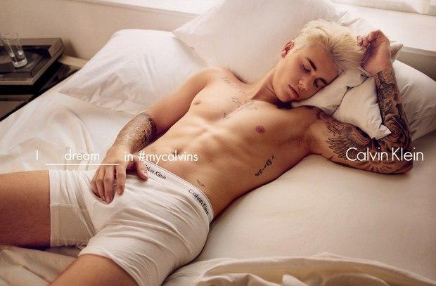 Blote Bieber voor Calvin Klein!