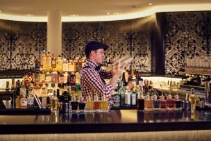 AXIS Bar