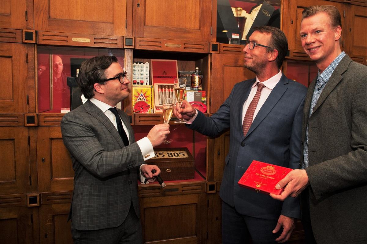 François-Léon Van der Velden, Ernst Wilmering (directeur Hajenius) en Hans Sijmons (Hajenius)