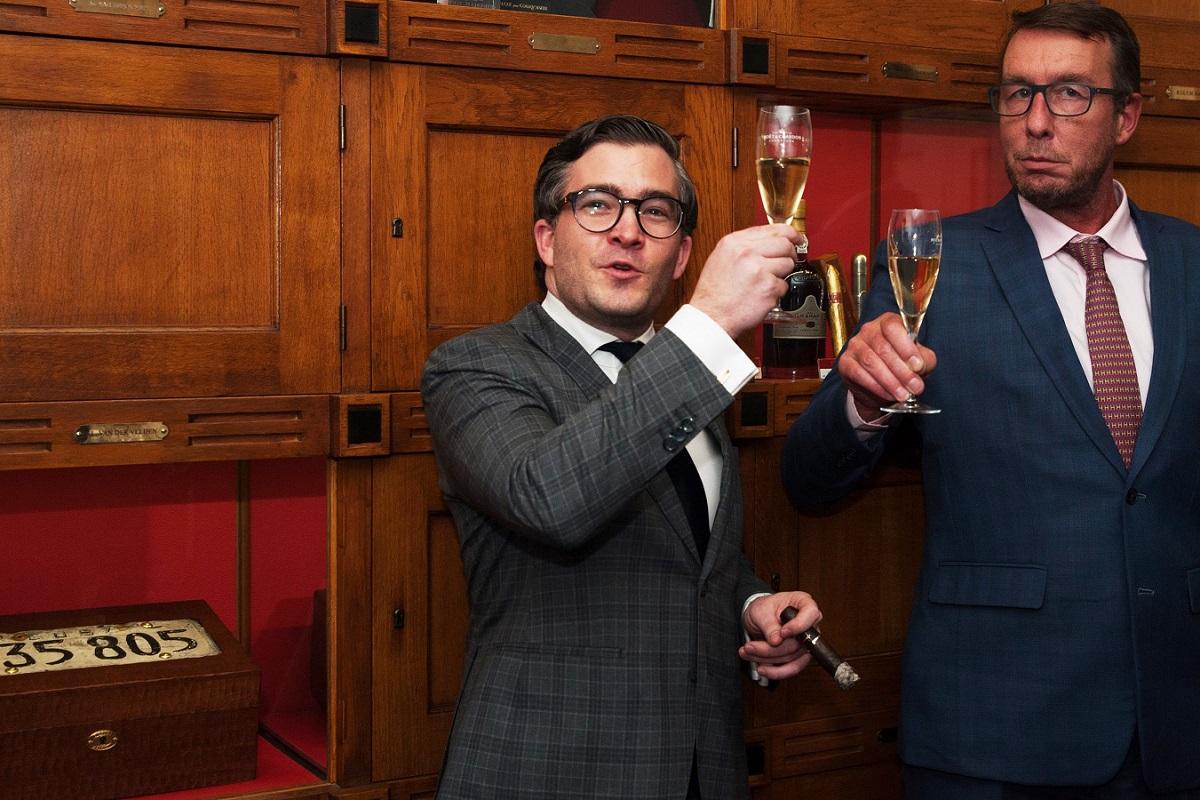 François-Léon Van der Velden en Ernst Wilmering (manager Hajenius) 2