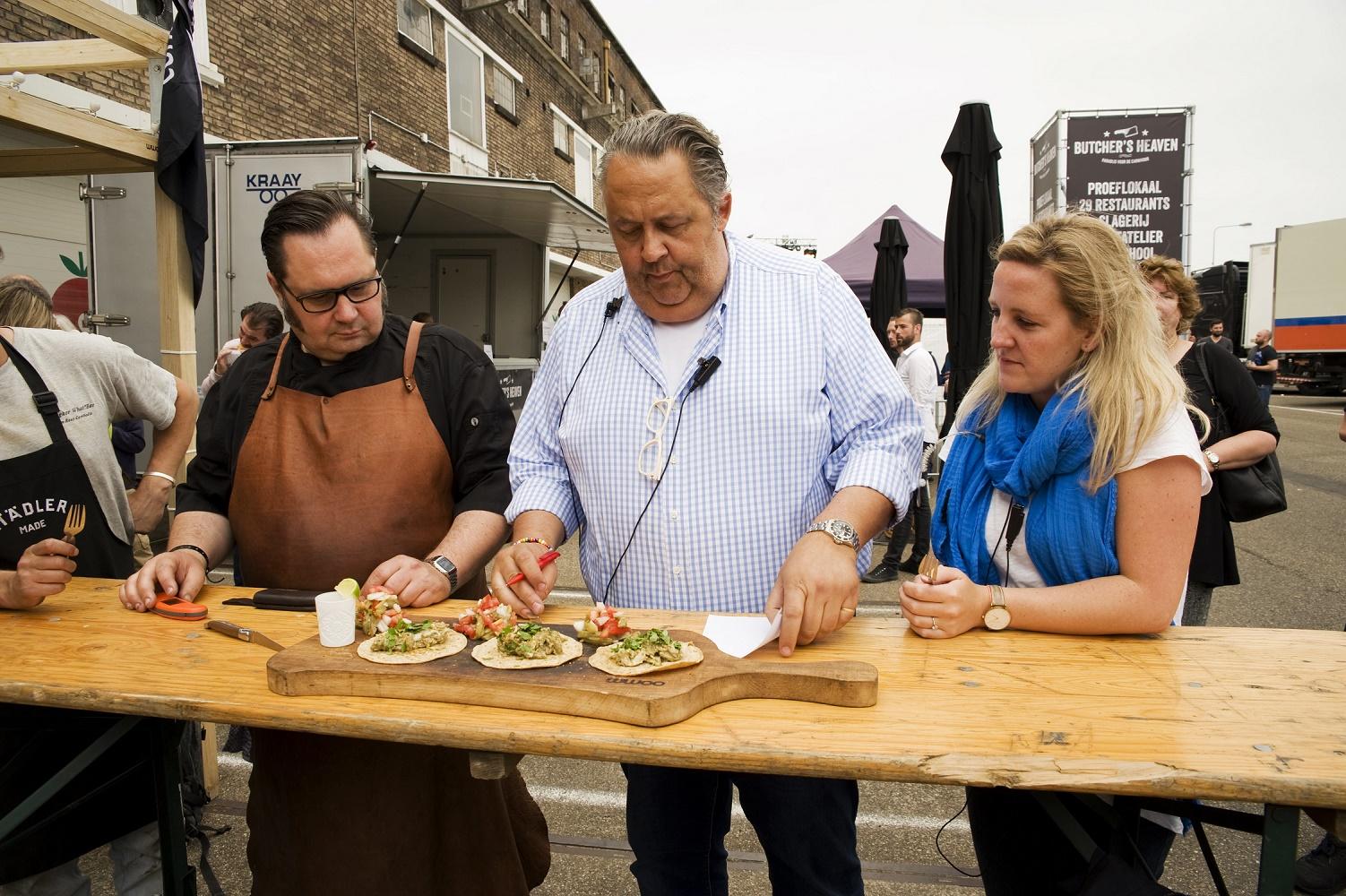Must-see! Het 'Beer Can in Butt Chicken' Nederlands Kampioenschap