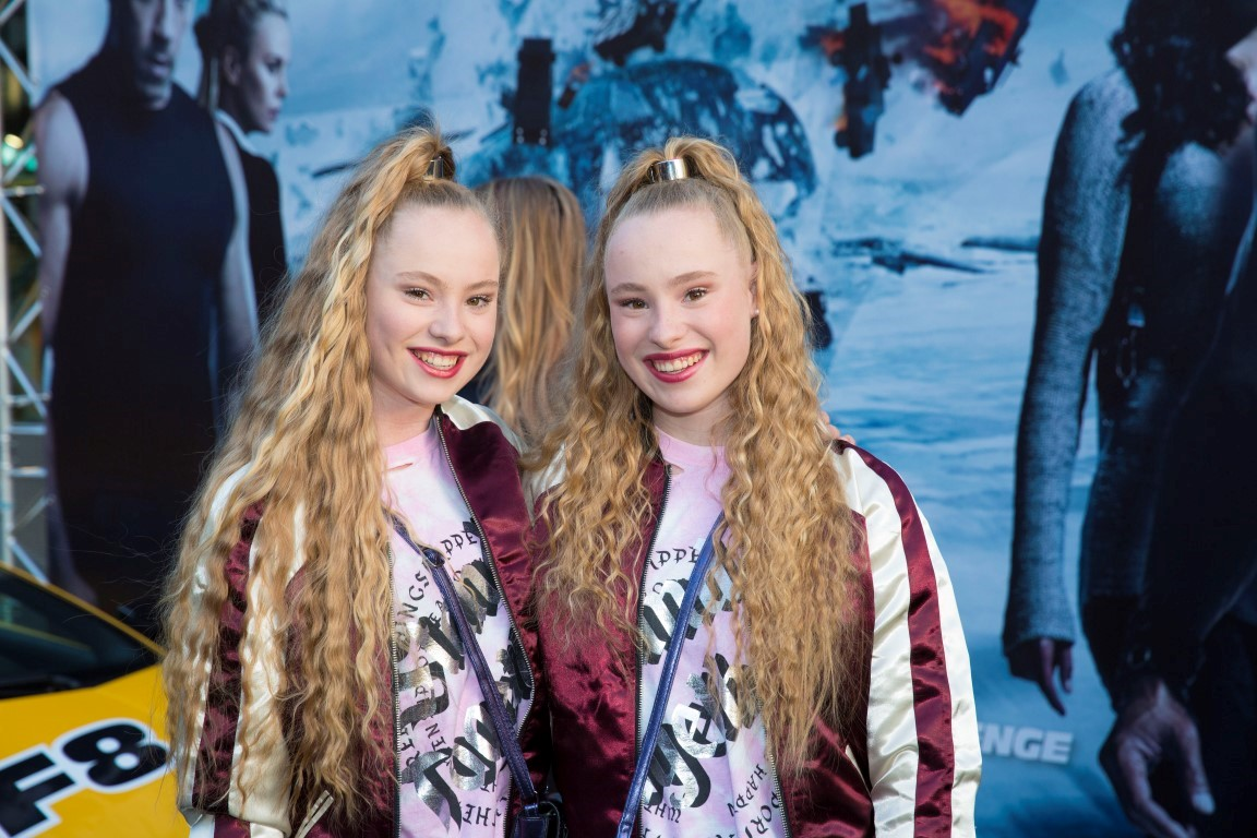Glamourland - Mylene en Rosanne Waalewijn
