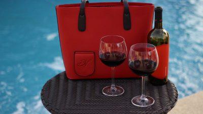In deze tas zit een geheime wijntap